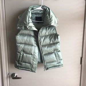 TALBOTS SHINY GREEN PUFFED VEST